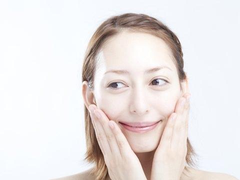 保湿でお肌ぷるぷる、基礎化粧品の要の化粧水でみずみずしくのサムネイル画像