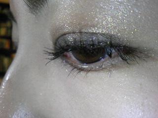 レブロンのアイライナーを使ってパッチリで素敵な目元を演出!のサムネイル画像