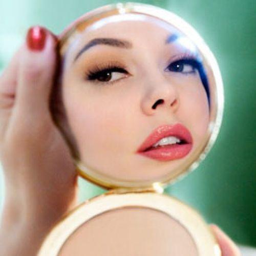 もう化粧崩れに悩まされない!スキンケアからメイクまでご紹介のサムネイル画像
