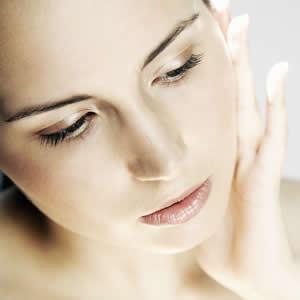 美白になれる近道!!おすすめの人気化粧水で美肌になれる♡のサムネイル画像