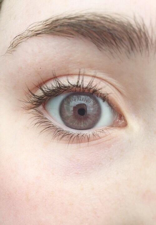 グレーのカラコンでぱっちり大きな目に変身♪人気のカラコン20選のサムネイル画像