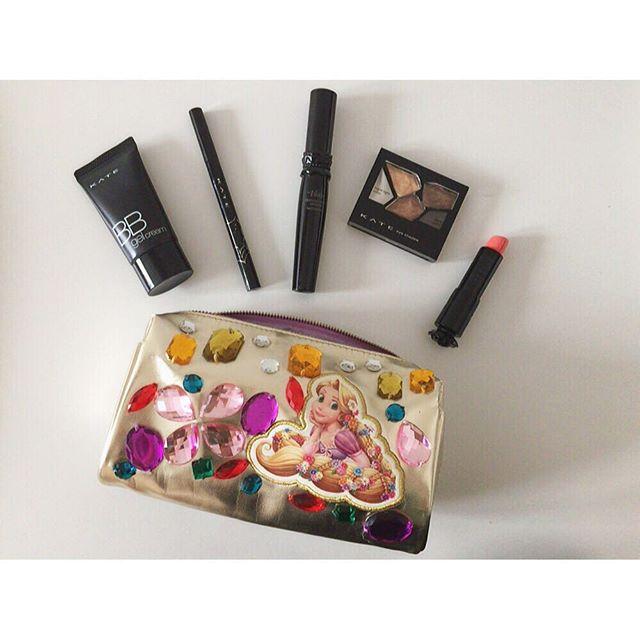 プレセントにうれしいランキング入りの、おすすめ化粧ポーチブランドのサムネイル画像