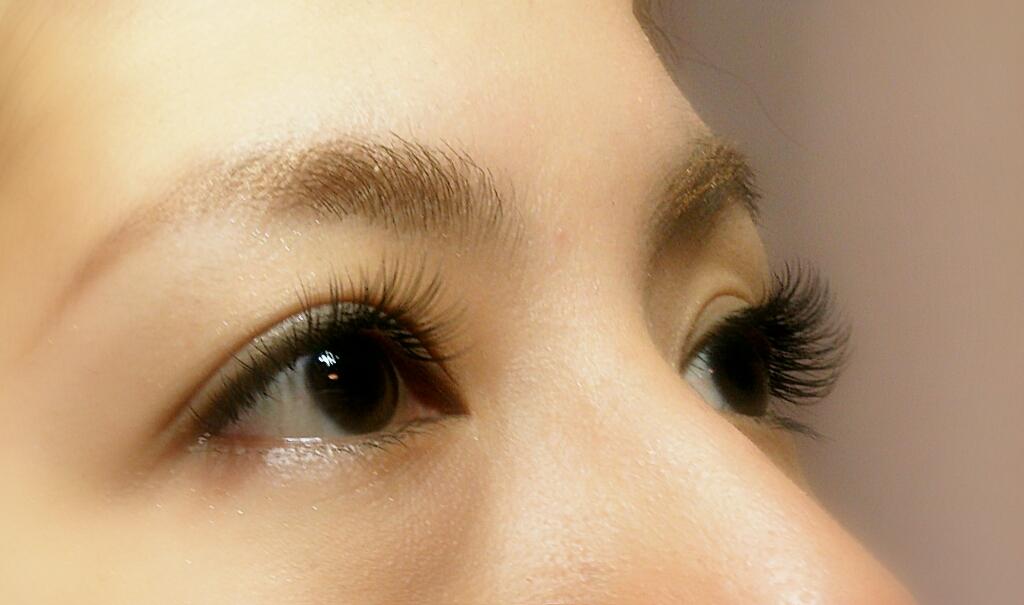 マツエク人気のcカール!目の形に合わせて美人な目元を作る!☆のサムネイル画像
