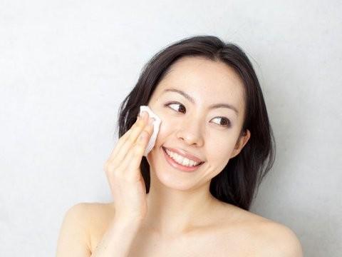 まるで美容液?とろみが良い♪琥珀肌 化粧水しっとり&すっきりのサムネイル画像