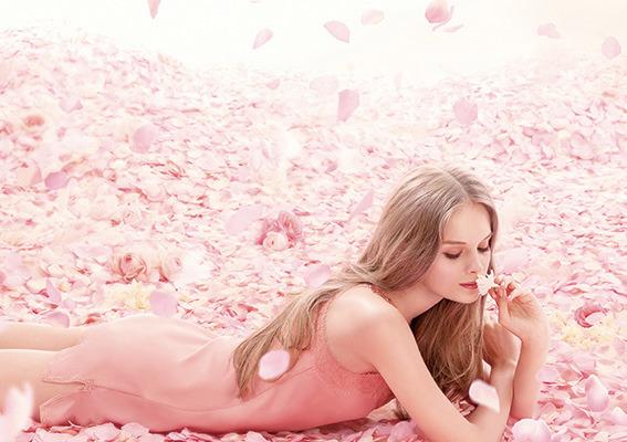 彼をトリコにするなら♡やっぱりバラの香りの香水に決まり☆のサムネイル画像