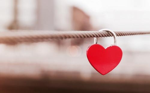 【rmkに恋する5秒前】rmkのフェイスパウダーで光沢感ある仕上がりにのサムネイル画像