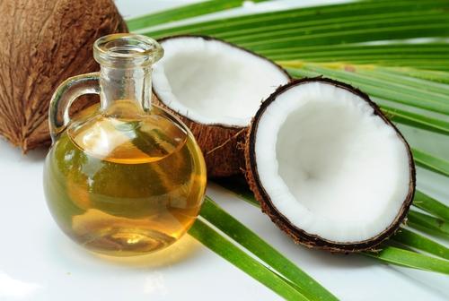 パサパサ髪にさようなら!ココナッツオイルで美髪を手に入れる方法♡のサムネイル画像