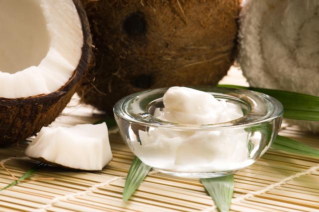 ココナッツオイル配合の化粧品でなりたい自分を手に入れよう♡のサムネイル画像
