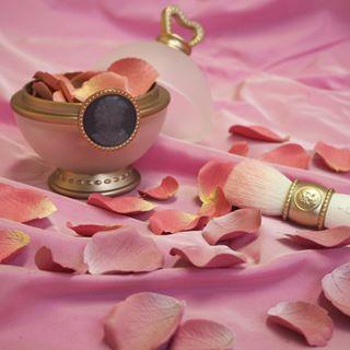 【ラデュレのファンデケースに魅了される】素敵さは誰にも負けない。のサムネイル画像