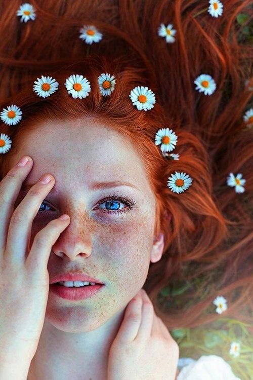勝負デートの今日だけは、眉毛マスカラブラシで完璧に仕上げる。のサムネイル画像
