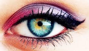 アイシャドーのカラーを使って、魅力な瞳にするアイメイク☆のサムネイル画像
