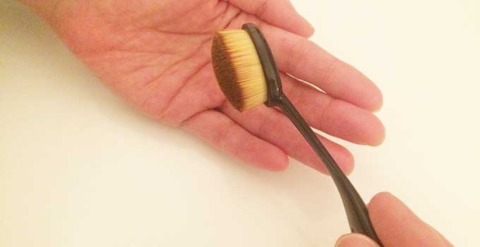 今注目の「歯ブラシ型リキッドファンデーションブラシ」を紹介!のサムネイル画像