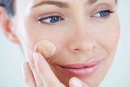 乾燥肌にはどんなファンデを選ぶといい?つや肌になるポイントとは?のサムネイル画像