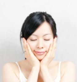 20代からしっかり保湿!肌を守るおすすめの基礎化粧品とは!?のサムネイル画像