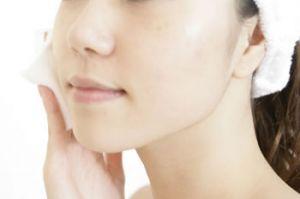 顔がすぐにテカってしまうオイリー肌におすすめのファンデって?のサムネイル画像