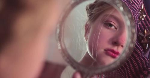 思わずプニプ二したくなる!丸顔のかわいい魅力をもっと引き出そう♡のサムネイル画像