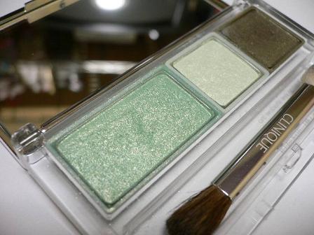 グリーンが夏っぽい!グリーンアイシャドーで大人の涼やかな目元にのサムネイル画像