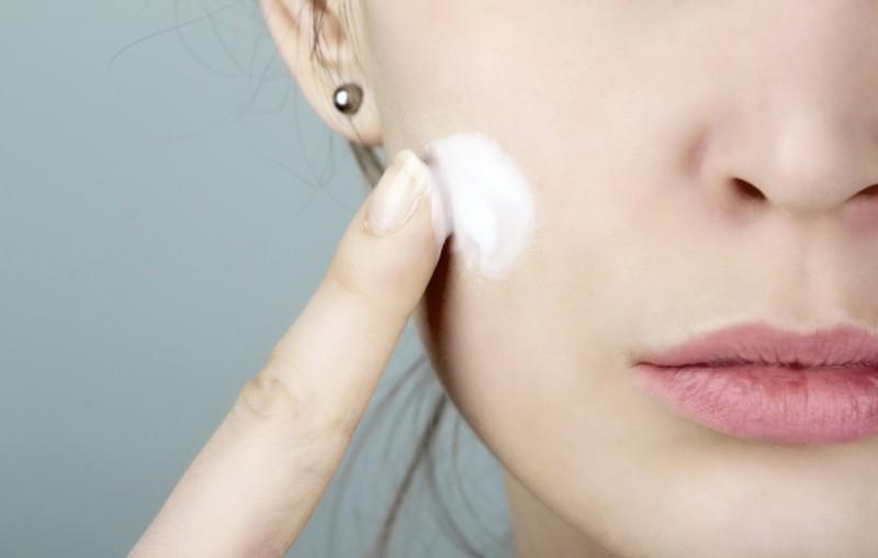 保湿力抜群の乳液で美肌に。口コミでの人気アイテムを紹介しますのサムネイル画像