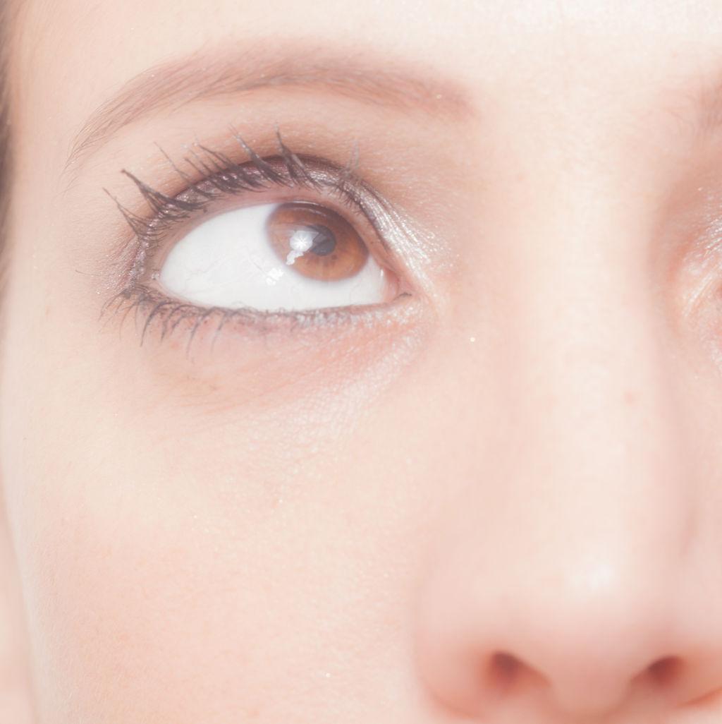 【老けて見えてしまう!】目の下のたるみに効く化粧品&対策のサムネイル画像